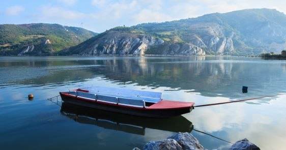 Hydro-technical and dredging works at critical sectors on the Danube river in Serbia